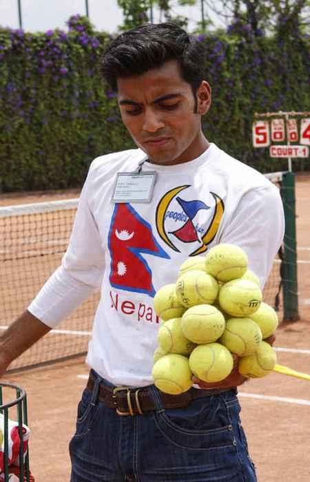 Количество теннисных мячей, удерживаемых в одной руке.