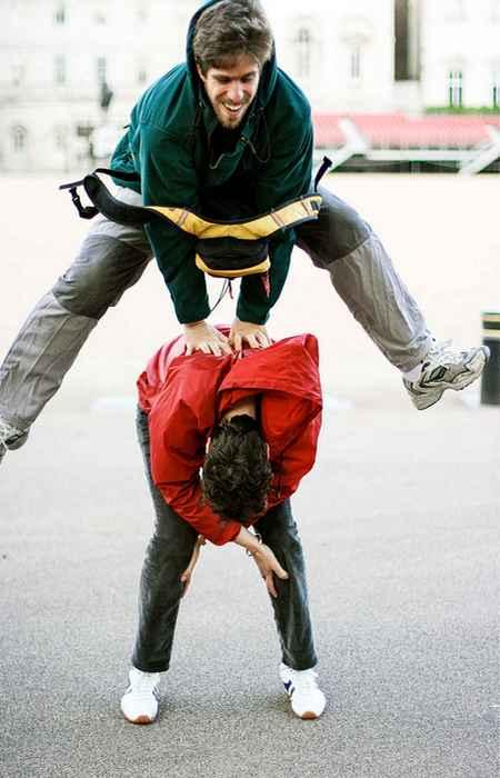 Количество прыжков в чехарду двумя людьми за 30 секунд.