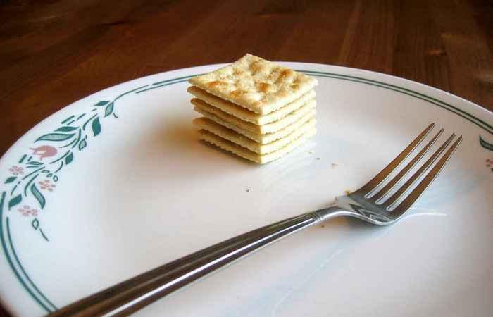 Количество соленых крекеров, съеденных за 1 минуту.