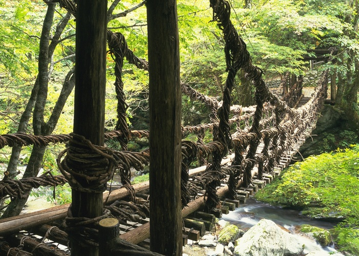 Мост «Musou Tsuribashi».