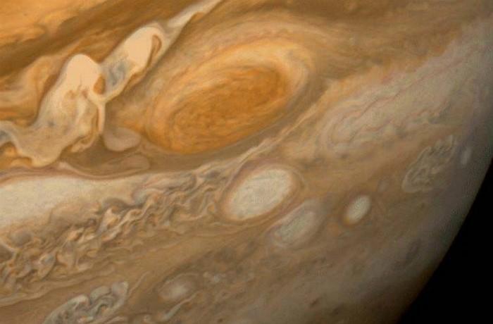 Гигантский шторм Юпитере.