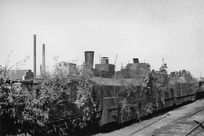 Во время войны использовали преимущественно легкие бронепоезда.  Фото: be-be-be.ru.