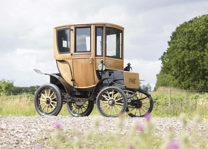 Queen Victoria Brougham - пионер среди электромобилей.
