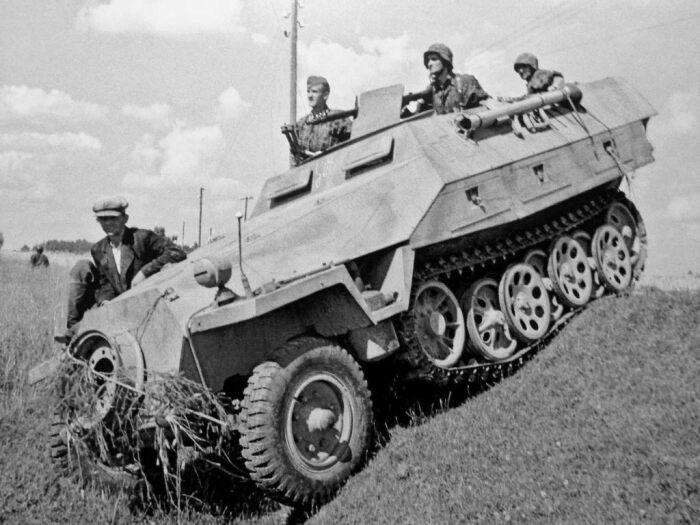 Серийный выпуск своего БТР немцы начали летом 1939 года. |Фото: smolbattle.ru.
