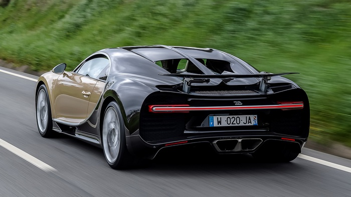 Вид сзади Bugatti Chiron.