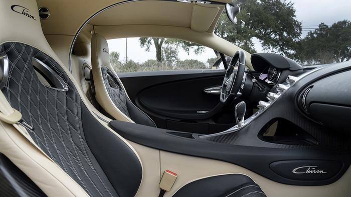Пассажирское место Bugatti Chiron.