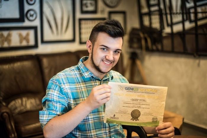 Получил за свое изобретение премию. |Фото: varosh.com.ua.