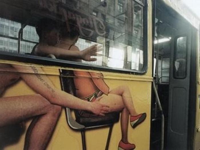Немного эротики на городских улицах.