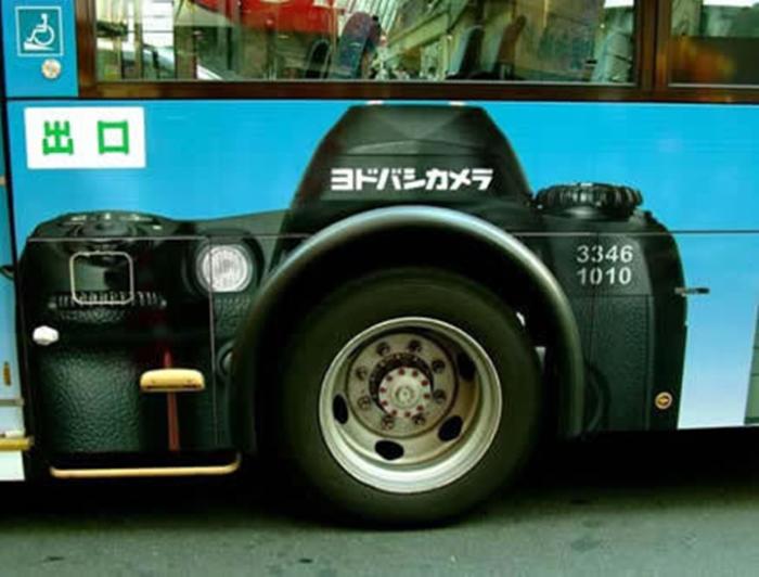 Автобус как рекламный щит.