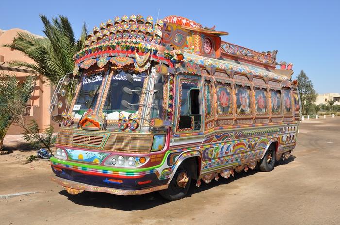 Автобус на курорте Эль Гуна в Египете.