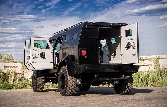 В Sentry APC Assault Vehicle может поместиться 8 человек и саперный робот.