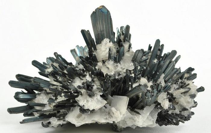 Антимонит - минерал, вызывающий пищевое отравление.