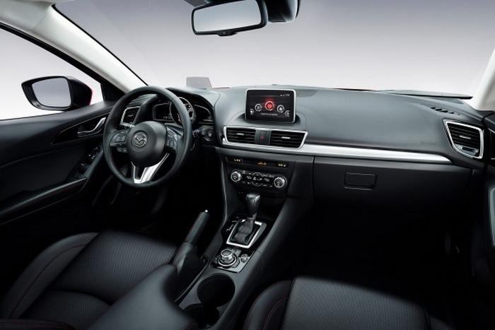 Салон автомобиля Mazda 3.