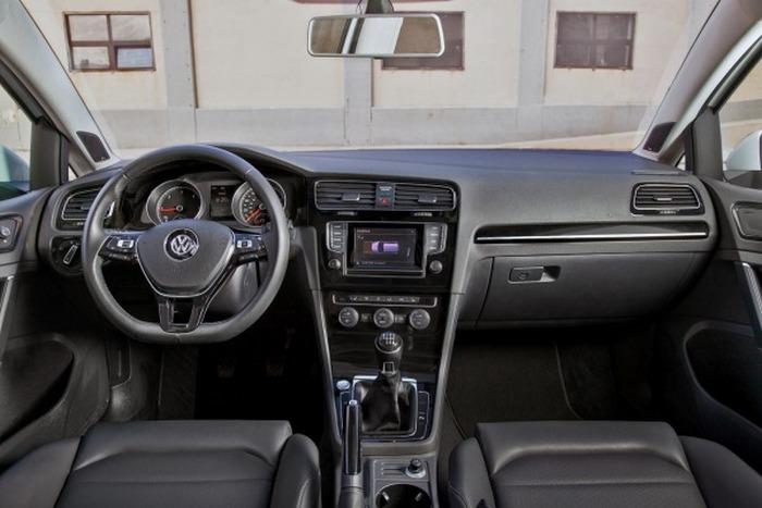 Салон автомобиля Volkswagen Golf TDI.