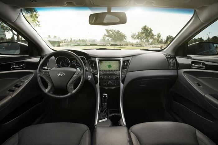 Салон автомобиля Hyundai Sonata.