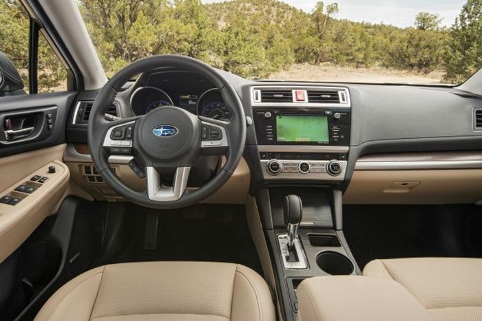 Салон автомобиля Subaru Outback.