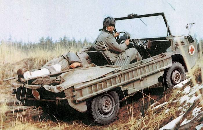 Автомобиль-амфибия ЛуАЗ-967 предназначен для вывоза раненных с поля боя.
