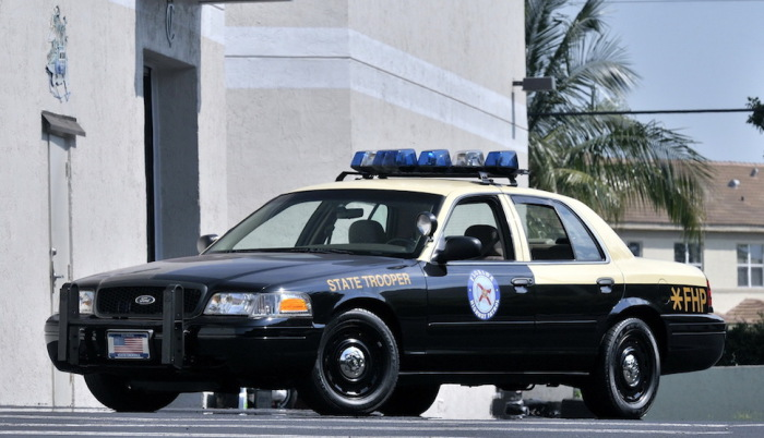 Ford Crown Victoria Police Interceptor с пластиковыми сиденьями.