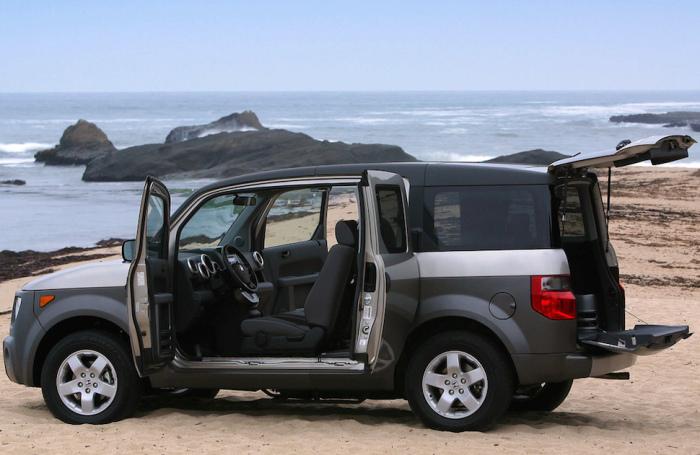 Honda Element - авто с салоном, который легко чистится.