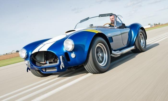 Легендарная Shelby Cobra хороша и сейчас.