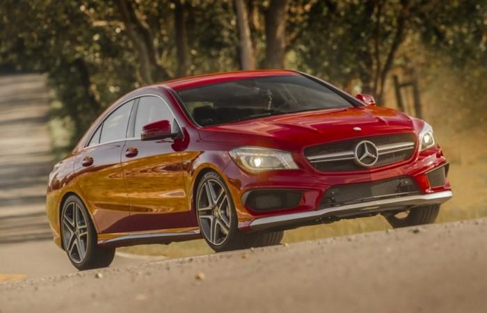 Автомобиль Mercedes Benz CLA.