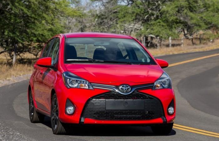 Автомобиль Toyota Yaris.