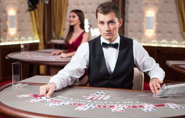 Секрет казино: одежда без карманов.
