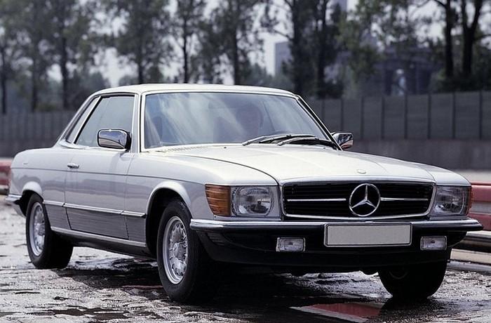 Автомобиль Mersedes 450SLC в 107-ом кузове.