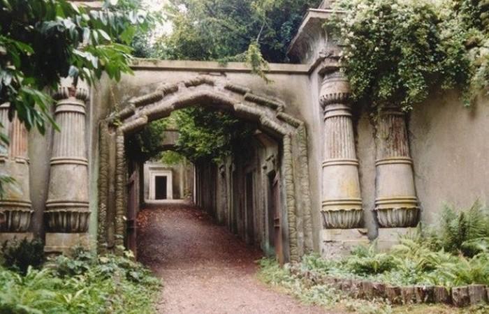 Лондонское кладбище Хайгейт.