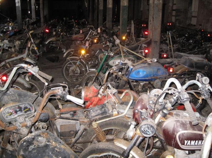Кладбище-склад мотоциклов.