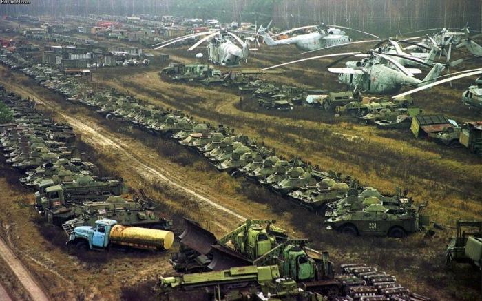 Свалка чернобыльского транспорта (Украина).