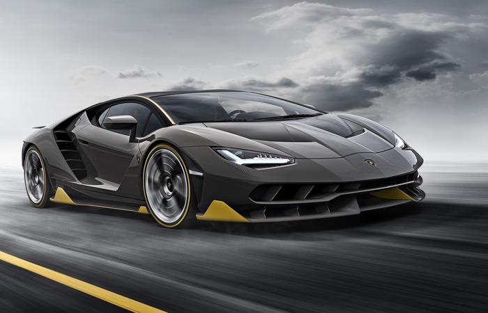 Автомобиль Lamborghini Centenario Roadster.