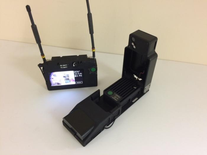 Пульт управления и камера Cerberus.