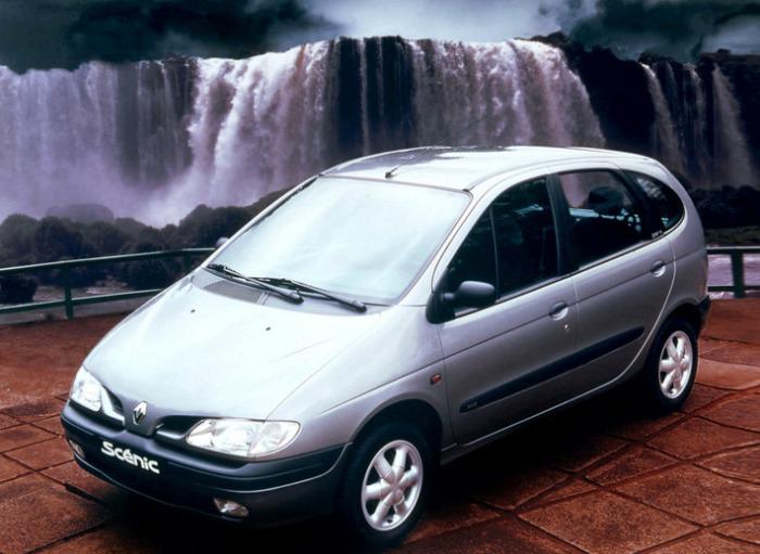 Интересный и смелый образец Renault тех лет.