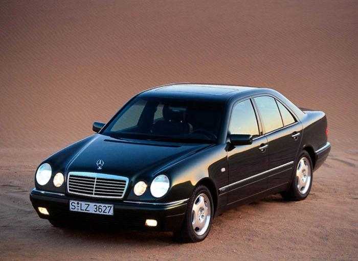 Данный Mercedes получил огромное количество народных названий.