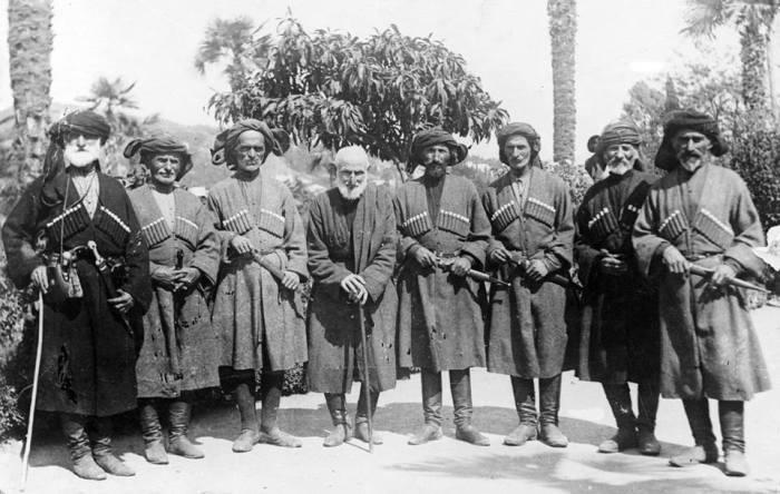Когда говорят об абхазах, всегда представляют в первую очередь таких парней. |Фото: yandex.ru.
