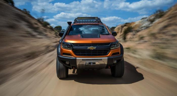 Chevy Colorado Xtreme на дороге.