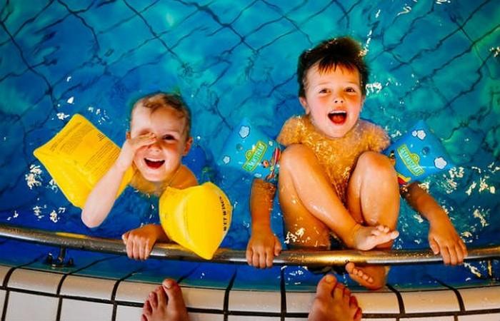 Следите за ребенком возле воды.