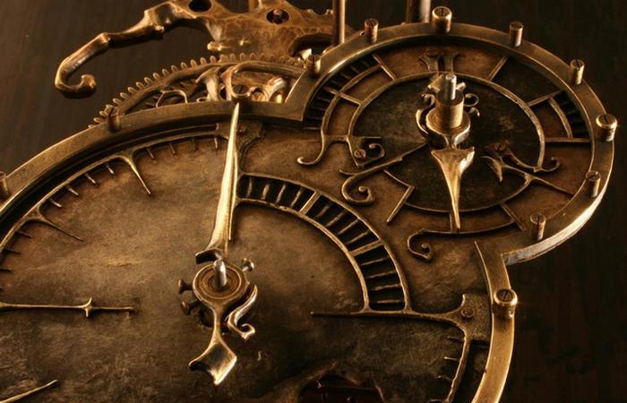 Старинные механические часы.