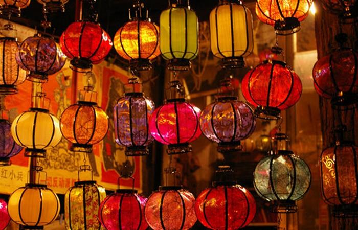 Китайские фонарики - символ богатства и долголетия.