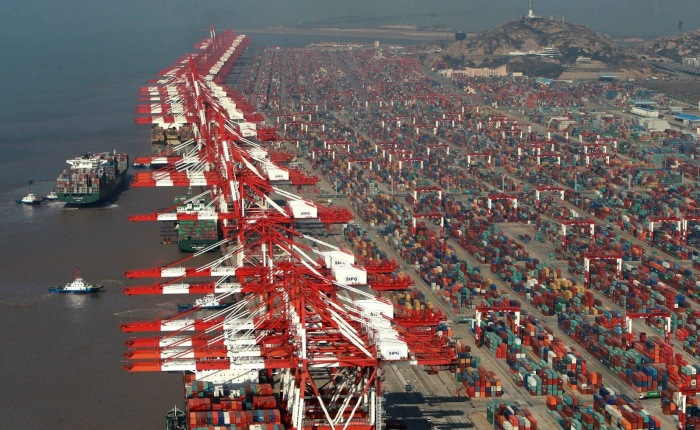 Крупнейший порт Поднебесной.
