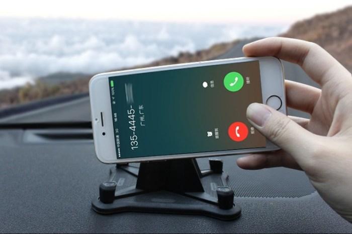 Крепление смартфона с настраиваемым углом поворота.