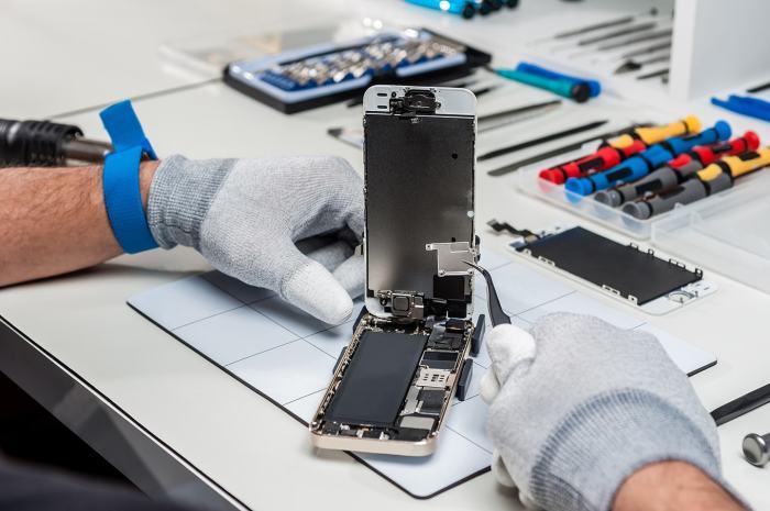 Ремонт смартфона стоит денег. |Фото: islomal.by.