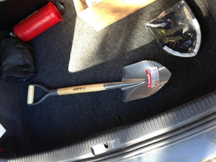 Лопата станет обязательной вещью. |Фото: 7745.by.