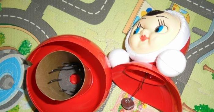 В самом низу находится противовес, шпицы и грузик на штыре нужны лишь для создания мелодии при качании. |Фото: chantalanta.blogspot.com.