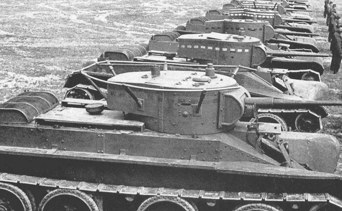 Все рисунки на танках - это тактическая маркировка. |Фото: wikia.org.