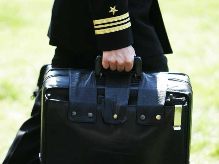 Ядерный чемоданчик намного крупнее. ¦Фото: yuki.la.