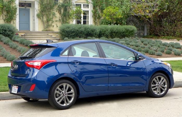 Hyundai Elantra GT - для тех, кто не желает экономить.