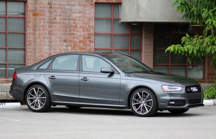Audi S4 3.0T quattro S tronic - просто *зверская* производительность.