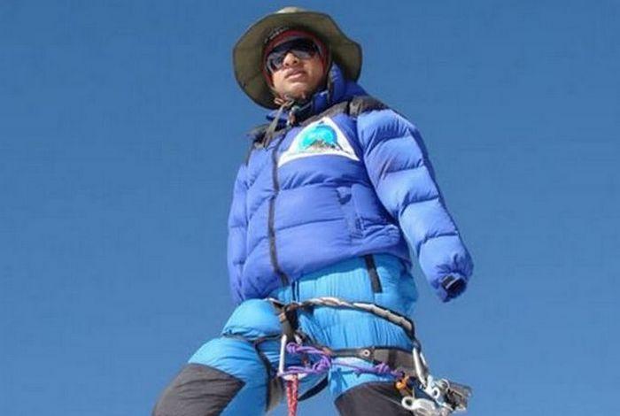 Сударшан Гаутам (ампутированы руки) покорил Эверест без использования протезов.